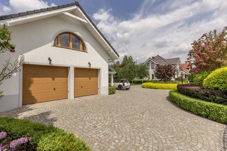 Die Dachüberstand streichen Kosten können, je nach Haus, sehr unterschiedlich ausfallen.