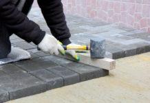 Die Pflasterarbeiten Kosten pro m2 variieren je nach Pflastersteinart teils sehr stark.