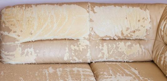 Dein Kunstleder Sofa blättert ab? Wir zeigen dir, was du tun kannst!