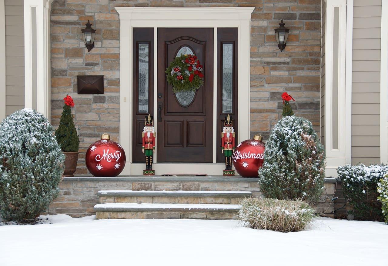Der Haustüren Preis mit Montage liegt bei Holztüren meist etwas höher.