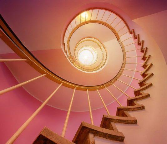 Wie hoch liegen die Treppengeländer streichen Kosten im Schnitt?